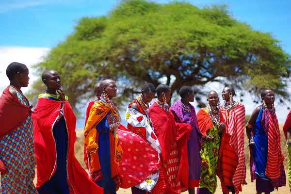Daftar Pakaian Tradisional Terunik Di Dunia - Shuka/Kanga - Maasai, Kenya