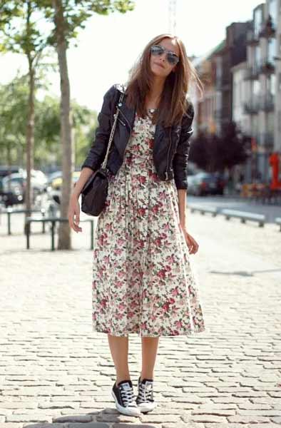 Inspirasi Outfit Streetwear Yang Ramah Di Kantong - Perpaduan floral dress dengan jaket kulit plus converse shoes