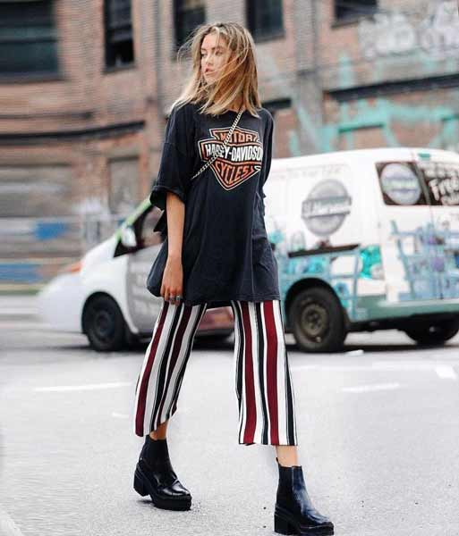 Inspirasi Outfit Streetwear Yang Ramah Di Kantong - Perpaduan oversized motorcycle t-shirts dengan striped culotte pants