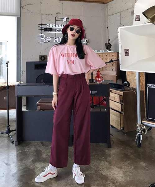 Inspirasi Outfit Streetwear Yang Ramah Di Kantong - Perpaduan oversized t-shirt, culotte pants dan bucket hat