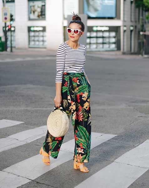Inspirasi Outfit Streetwear Yang Ramah Di Kantong - Perpaduan striped shirt dan floral wide leg pants