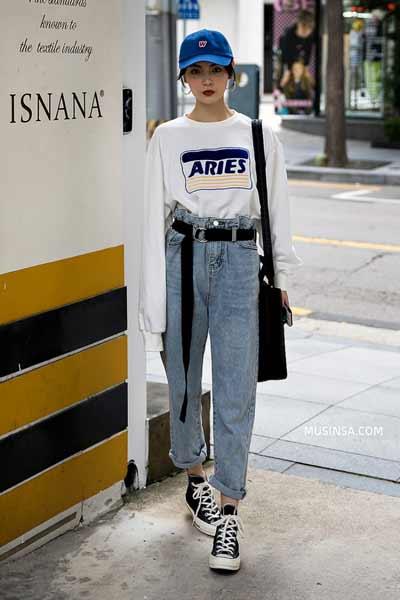 Inspirasi Outfit Streetwear Yang Ramah Di Kantong - Perpaduan sweatshirt dengan high waist denim pant dan long belt