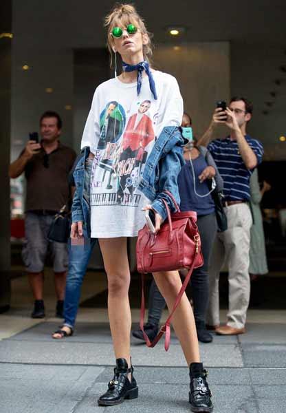 Inspirasi Outfit Streetwear Yang Ramah Di Kantong - Tampil unik dengan perpaduan oversized t-shirt dengan denim jacket plus scarf