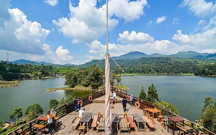 Restoran Dengan Nuansa Alam Di Bandung - Pinisi Resto