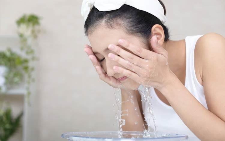 Merek Sabun Wajah Yang Bagus Untuk Kulit Kombinasi