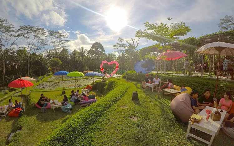 Tempat Makan atau Restoran Dengan Nuansa Alam Di Bali - Green Kubu Cafe