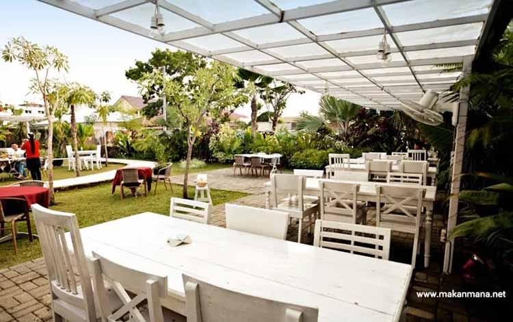 Tempat Makan atau Restoran Dengan Nuansa Alam Di Medan - Gardenia Tropical Garden Resto