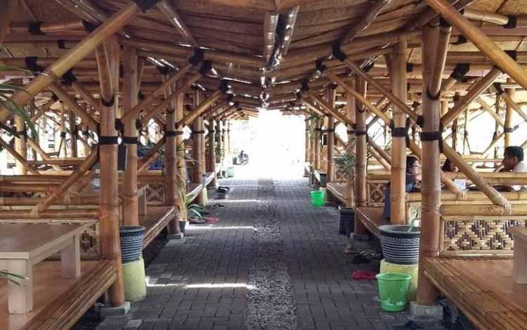 Tempat Makan atau Restoran Dengan Nuansa Alam Di Surabaya - Ikan Bakar Rumadi