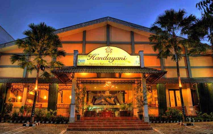 Tempat Makan atau Restoran Dengan Nuansa Alam Di Surabaya - Rumah Makan Taman Handayani