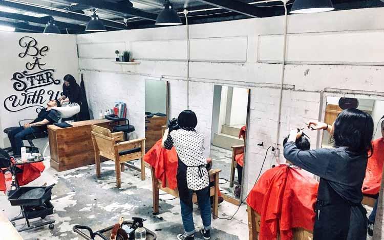 Barbershop Yang Bagus Di Bandung - Rock n Roll Haircutting & Makeover