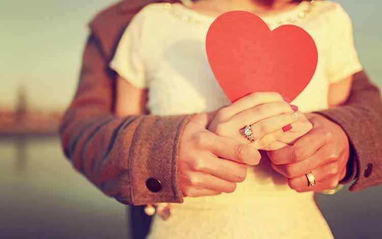 Cara Menghadapi Pasangan Yang Keras Kepala - Berusahalah Untuk Mengambil Hatinya