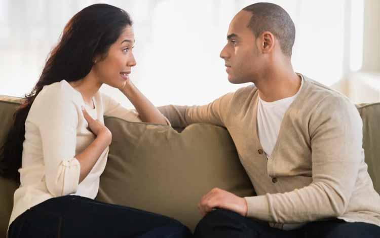 Cara Menghadapi Pasangan Yang Keras Kepala - Ketika Dia Sedang Berbicara Jangan Dipotong