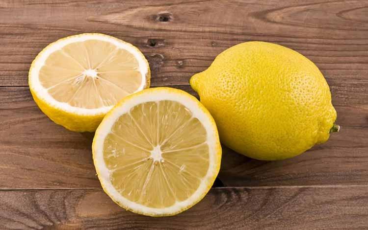 Makanan Yang Dapat Memutihkan Gigi Secara Alami - Lemon