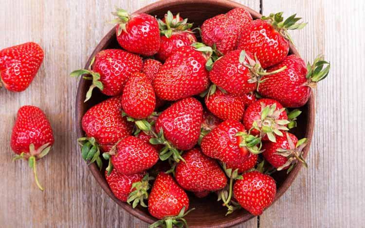 Makanan Yang Dapat Memutihkan Gigi Secara Alami - Stroberi