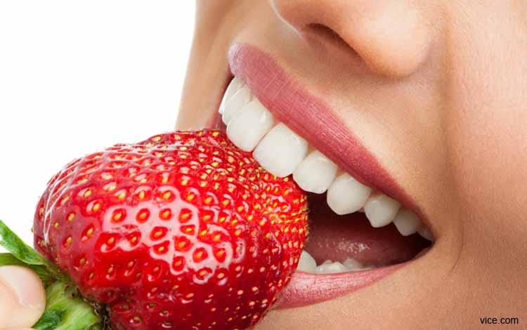 Makanan Yang Dapat Memutihkan Gigi Secara Alami