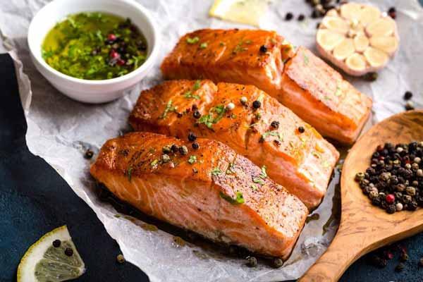 Rekomendasi Makanan Sehat Untuk Ibu Hamil - ikan salmon