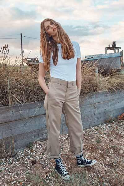 Aneka Jenis Bawahan Wanita Yang Trendi Yang Bisa Kamu Coba - Chino pants