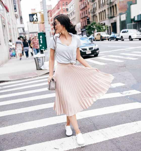 Aneka Jenis Bawahan Wanita Yang Trendi Yang Bisa Kamu Coba - Pleated skirt