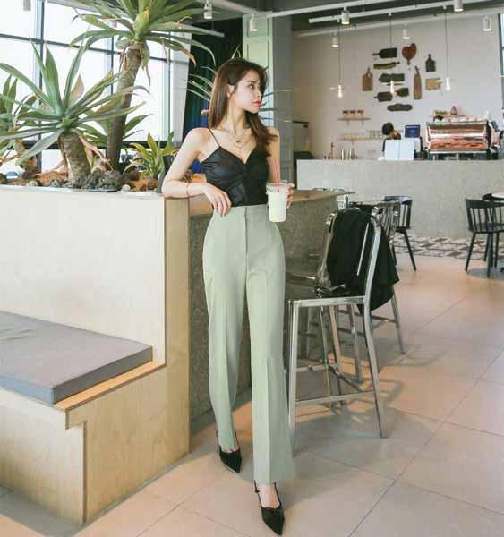 Aneka Jenis Bawahan Wanita Yang Trendi Yang Bisa Kamu Coba - Straight pants