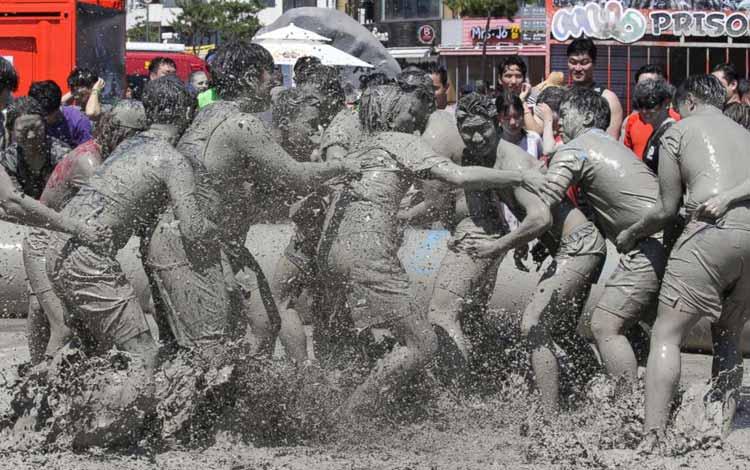 Daftar Festival Perang Paling Unik Dan Seru Di Dunia - Boryeong Mud Festival