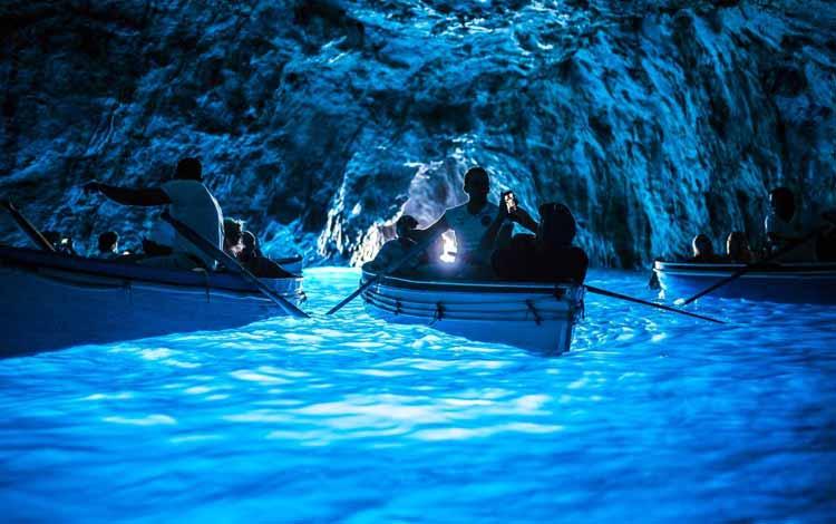 Goa Menakjubkan Di Dunia - Blue Grotto, Italia