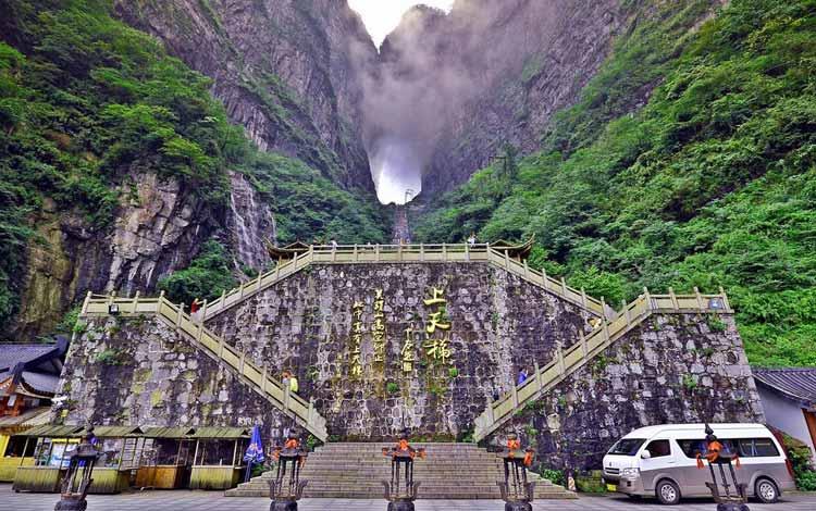 Goa Menakjubkan Di Dunia - Goa Tianmen, China