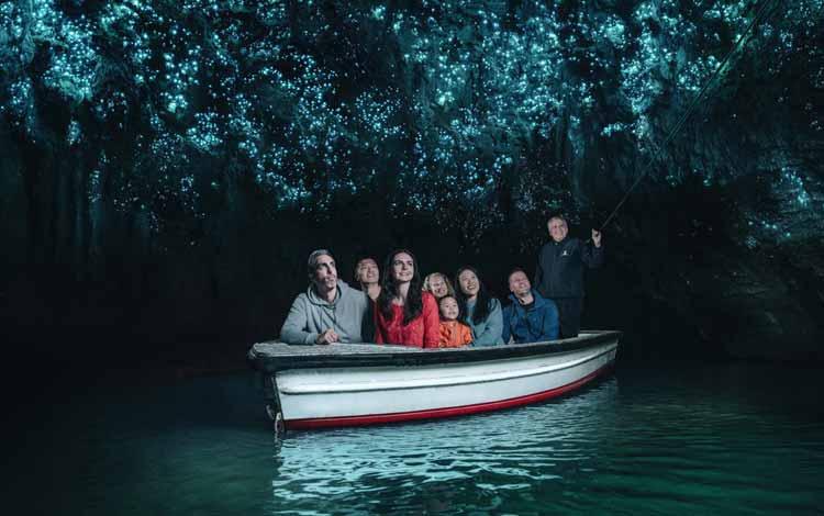 Goa Menakjubkan Di Dunia - Waitomo Glow Worm Cave. Selandia Baru