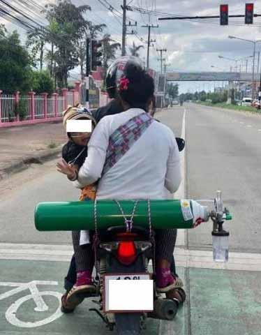 Kisah Cinta Orang Tua Yang Begitu Besar Kepada Anaknya - Rela Tempuh Perjalanan 120 Km Demi Anak