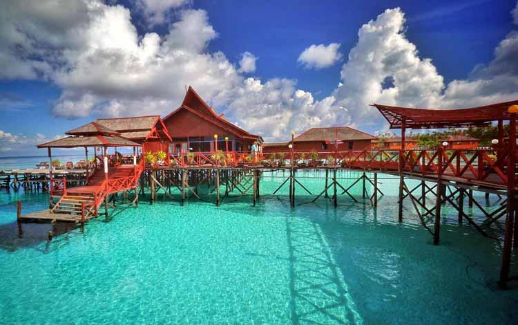 Pantai Indonesia Yang Tak Kalah Indah Dari Maldives - Pantai Derawan