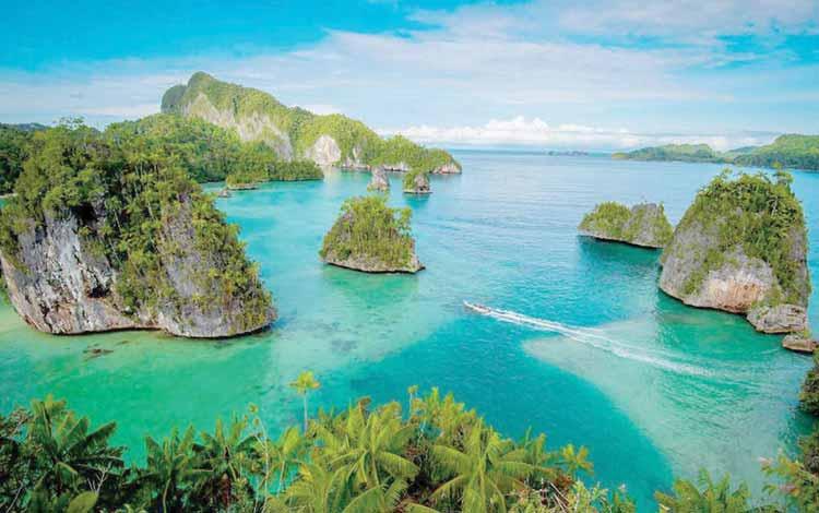 Pantai Indonesia Yang Tak Kalah Indah Dari Maldives - Pantai Teluk Triton