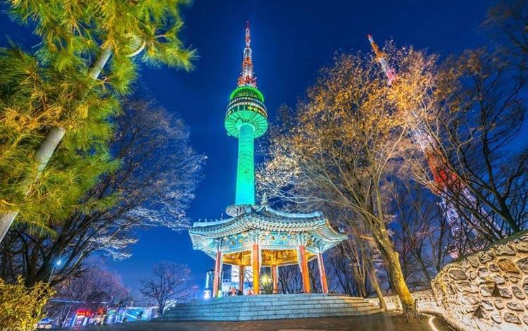 Tempat wisata terpopuler di Korea Selatan - Namsan Seoul Tower