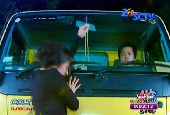 Adegan Yang Sering Dijumpai Di Sinetron Indonesia - Asegan tertabrak mobil