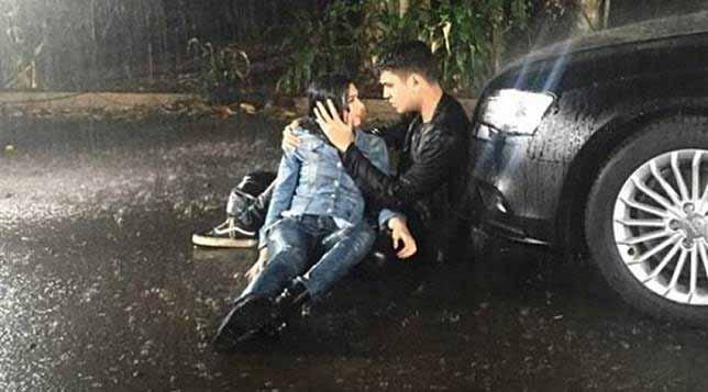 Adegan Yang Sering Dijumpai Di Sinetron Indonesia - Hujan-hujanan