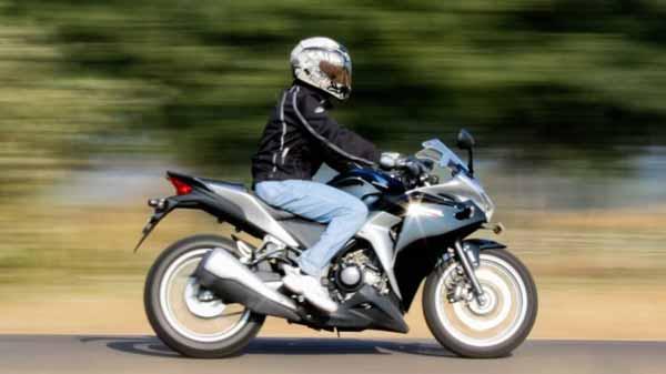 Berbagai-Hal-Yang-Dapat-Mengganggu-Kesuburan-Kaum-Pria-Mengendarai-sepeda-dan-sepeda-motor