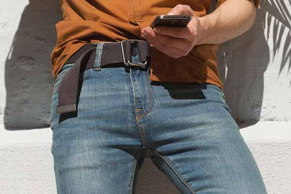 Berbagai-Hal-Yang-Dapat-Mengganggu-Kesuburan-Kaum-Pria-Sering-menggunakan-celana-yang-terlalu-ketat