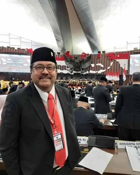 Deretan-Artis-Yang-Menjadi-Anggota-DPR-20192024-Rano-Karno