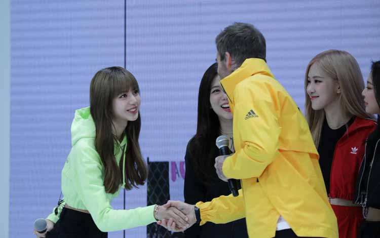 Foto Lisa Blackpink Bersama David Beckham