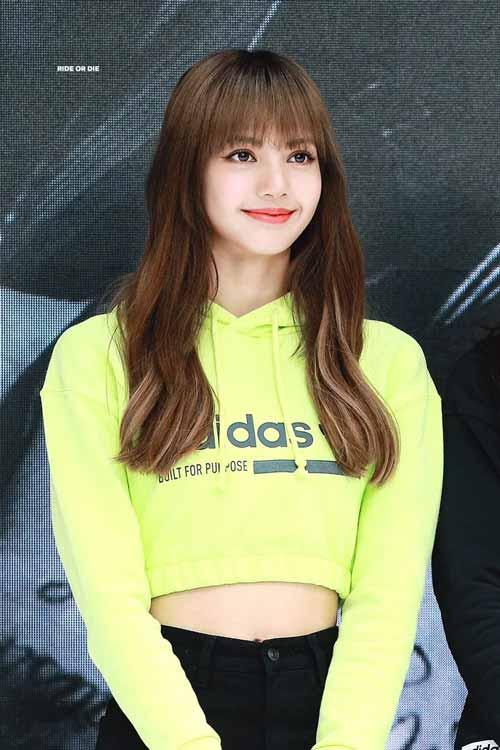 Foto Lisa Blackpink Saat Di Acara Adidas Ultraboost, Hangul Limited Edition