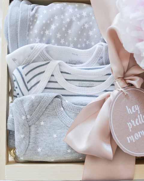 Ide-Kado-Pernikahan-Terbaik-Dan-Berkesan-Bagi-Pasangan-Suami-Istri-Pakaian-bayi
