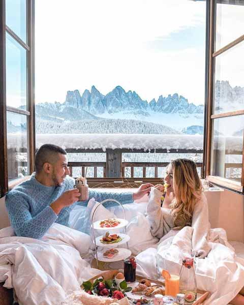 Ide-Kado-Pernikahan-Terbaik-Dan-Berkesan-Bagi-Pasangan-Suami-Istri-Voucher-menginap-di-hotel-atau-villa