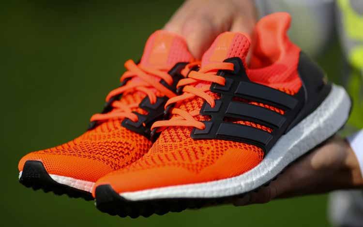 Kado Natal Untuk Orang Tua - Sepatu Olahraga