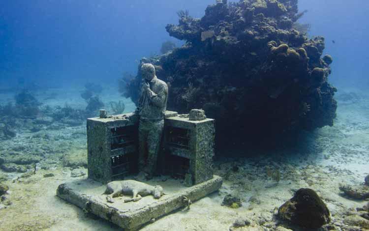 Museum-museum Terunik di Dunia - Cancun Underwater Museum