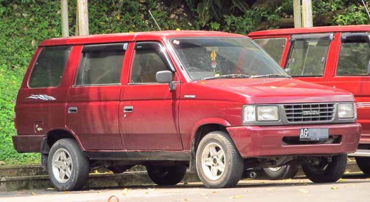 Rekomendasi Mobil Bekas Bagus Dengan Harga Murah - Isuzu Panther 1992