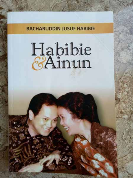 Novel best seller 2019 - Habibie & Ainun Edisi Khusus