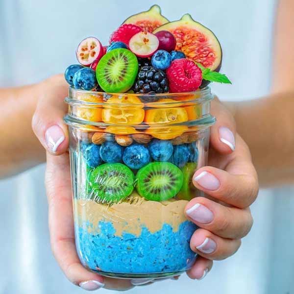 Aneka-Makanan-Warna-Warni-Yang-Ternyata-Baik-Untuk-Kesehatan-Blue-Overnight-Oatmeal-Jar