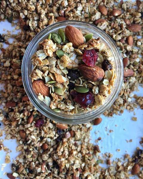 Aneka-Makanan-Warna-Warni-Yang-Ternyata-Baik-Untuk-Kesehatan-Granola