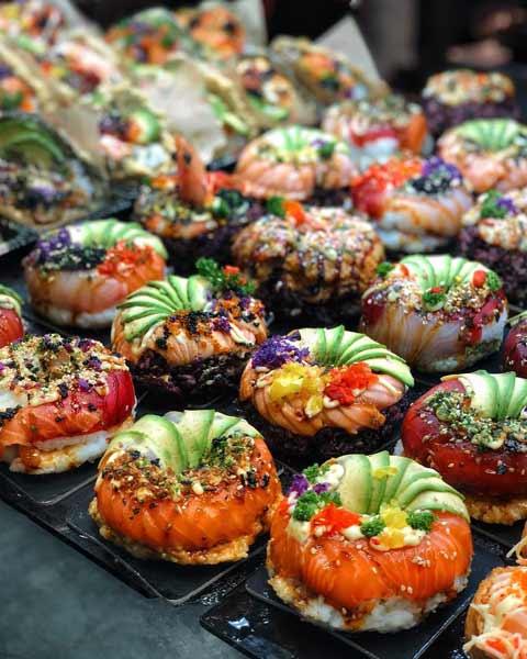 Aneka-Makanan-Warna-Warni-Yang-Ternyata-Baik-Untuk-Kesehatan-Sushi-doughnut