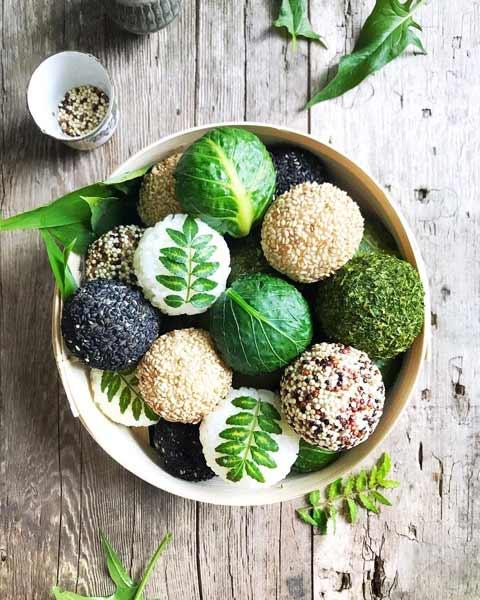 Aneka-Makanan-Warna-Warni-Yang-Ternyata-Baik-Untuk-Kesehatan-Vegan-riceball