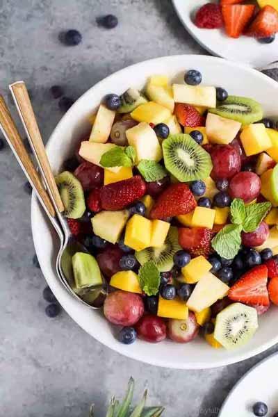 Aneka-Makanan-Warna-Warni-Yang-Ternyata-Baik-Untuk-Kesehatan-salad-buah
