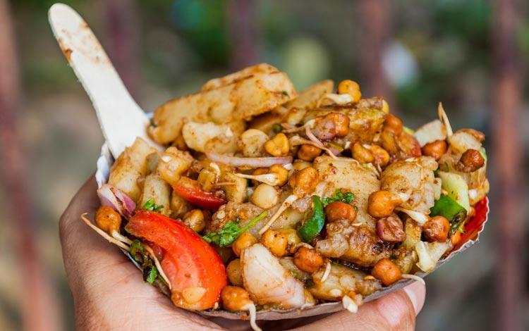 Daftar Street Food Terenak dan Terpopuler Dari Seluruh Dunia - Aloo chaat, India